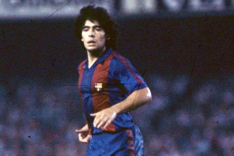 Cuando Diego Maradona jugó de lateral izquierdo
