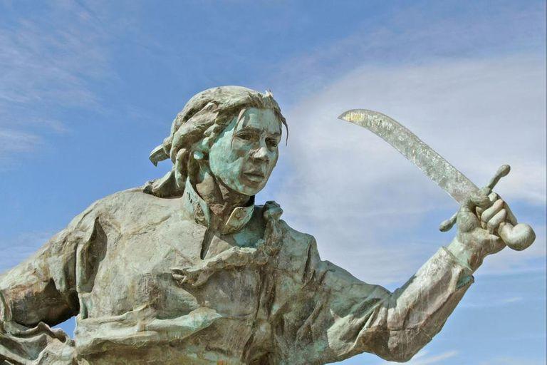 El monumento a Juana Azurduy fue restaurado