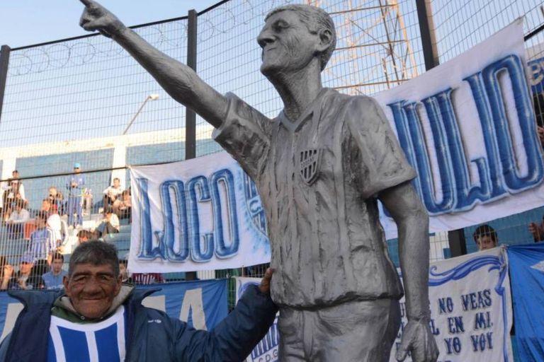 """Godoy Cruz llora al """"Loco"""" Julio, su hincha más famoso que siempre ayudó al club"""