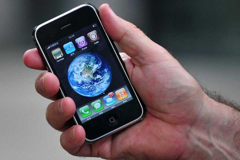 Un modelo previo del iPhone en China. Apple evalúa fabricar una versión económica en base a las partes de antiguas versiones y materiales menos costosos