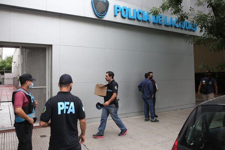 La Policía Federal allanó una comisaría de la Policía de la Ciudad en un presunto caso de gatillo fácil