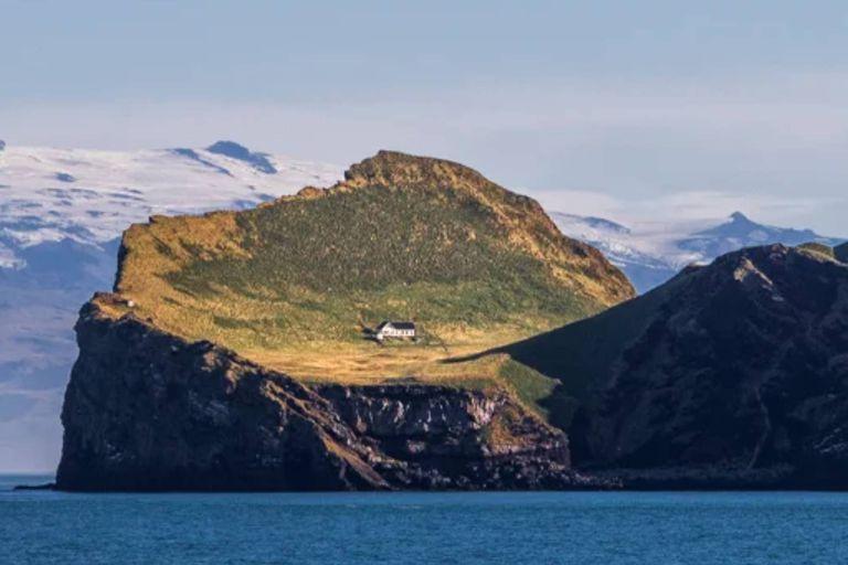 """Una vivienda en una remota isla de Islandia lleva abandonada casi 100 años y es considerada """"la casa más solitaria del mundo"""""""