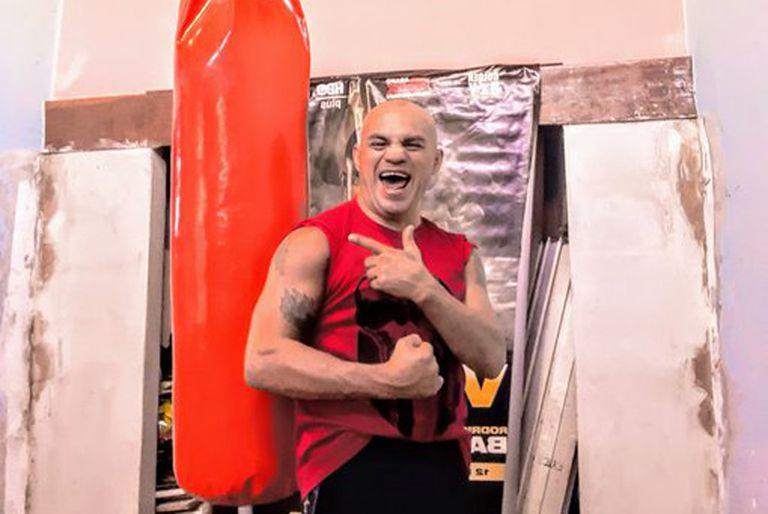 """""""La Hiena"""" Barrios. A los 43 años quiere pelear ante el mejor boxeador argentino"""