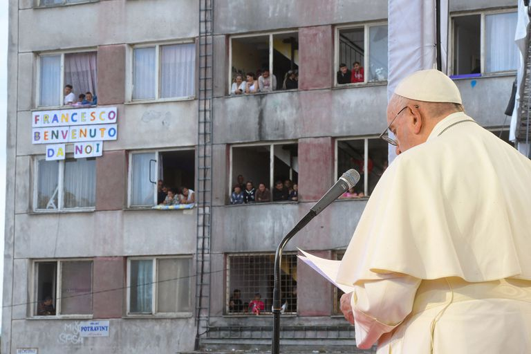 El Papa durante su visita al barrio Lunik IX de Kosice