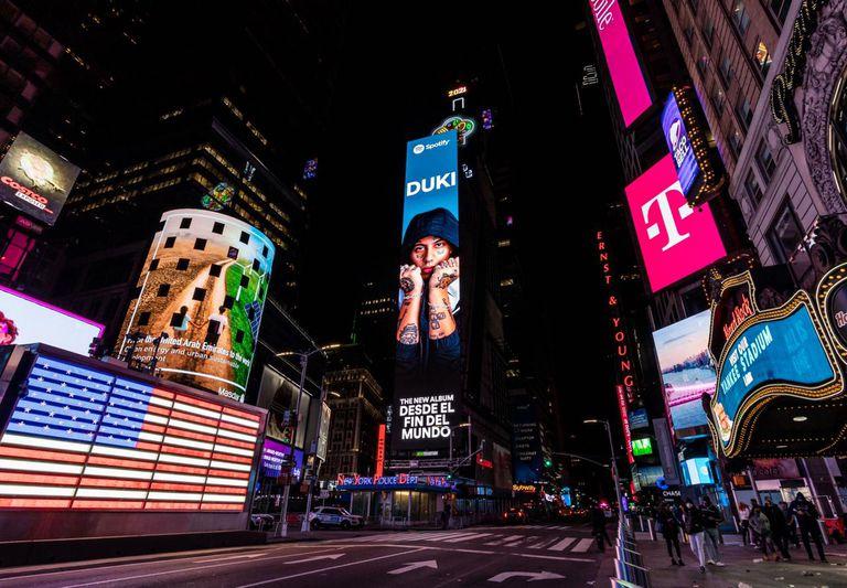 DUKI estuvo presente en pleno Times Square con un enorme billboard por una semana completa