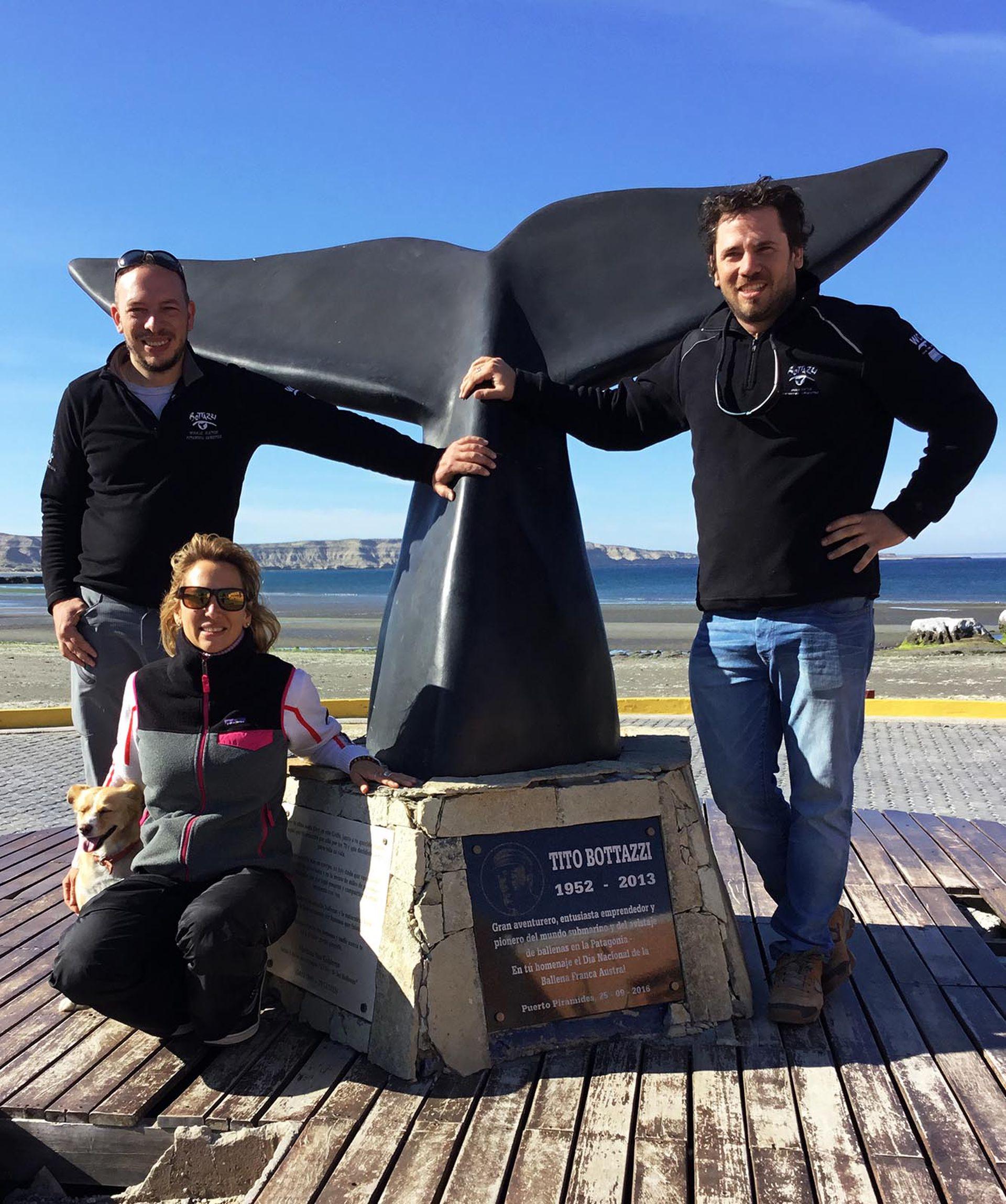 Los hermanos Bottazzi (Carlos, Romina y Miguel) comparten la misma pasión que sus padres por el mar y las ballenas