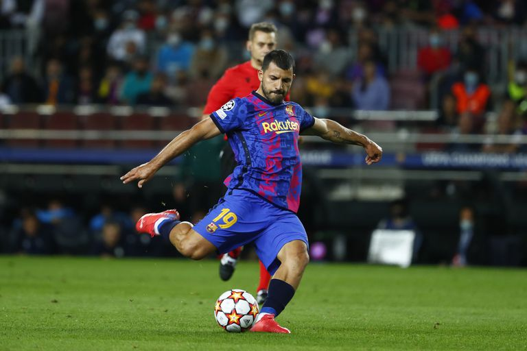 El Kun Agüero, en su primera oportunidad como titular en Barcelona: horario y TV