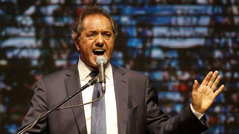 Scioli salió a dar su discurso junto a Carlos Zannini