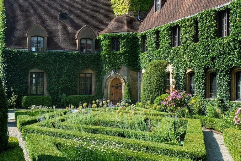 Tommy Hilfiger vendió su castillo en 45 millones y no faltaron compradores
