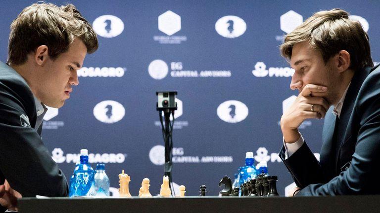 A dos partidas del final, Carlsen consiguió emparejar la serie mundial