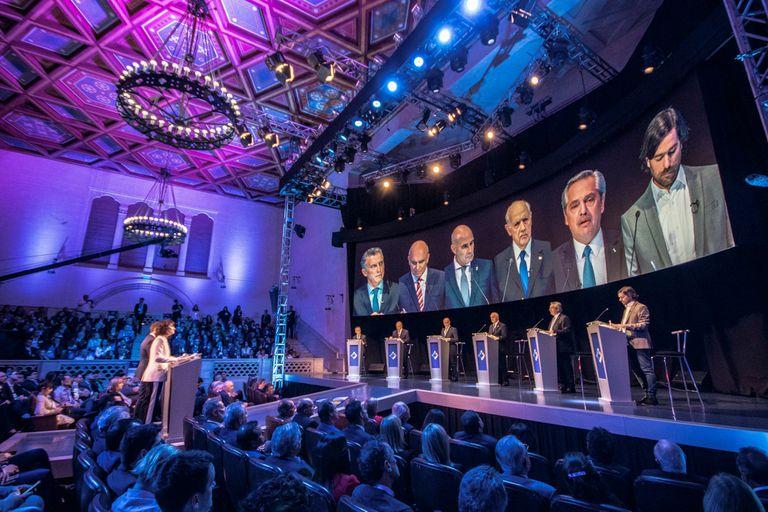 El paraninfo de la Universidad Nacional del Litoral fue escenario del primer debate presidencial obligatorio por ley