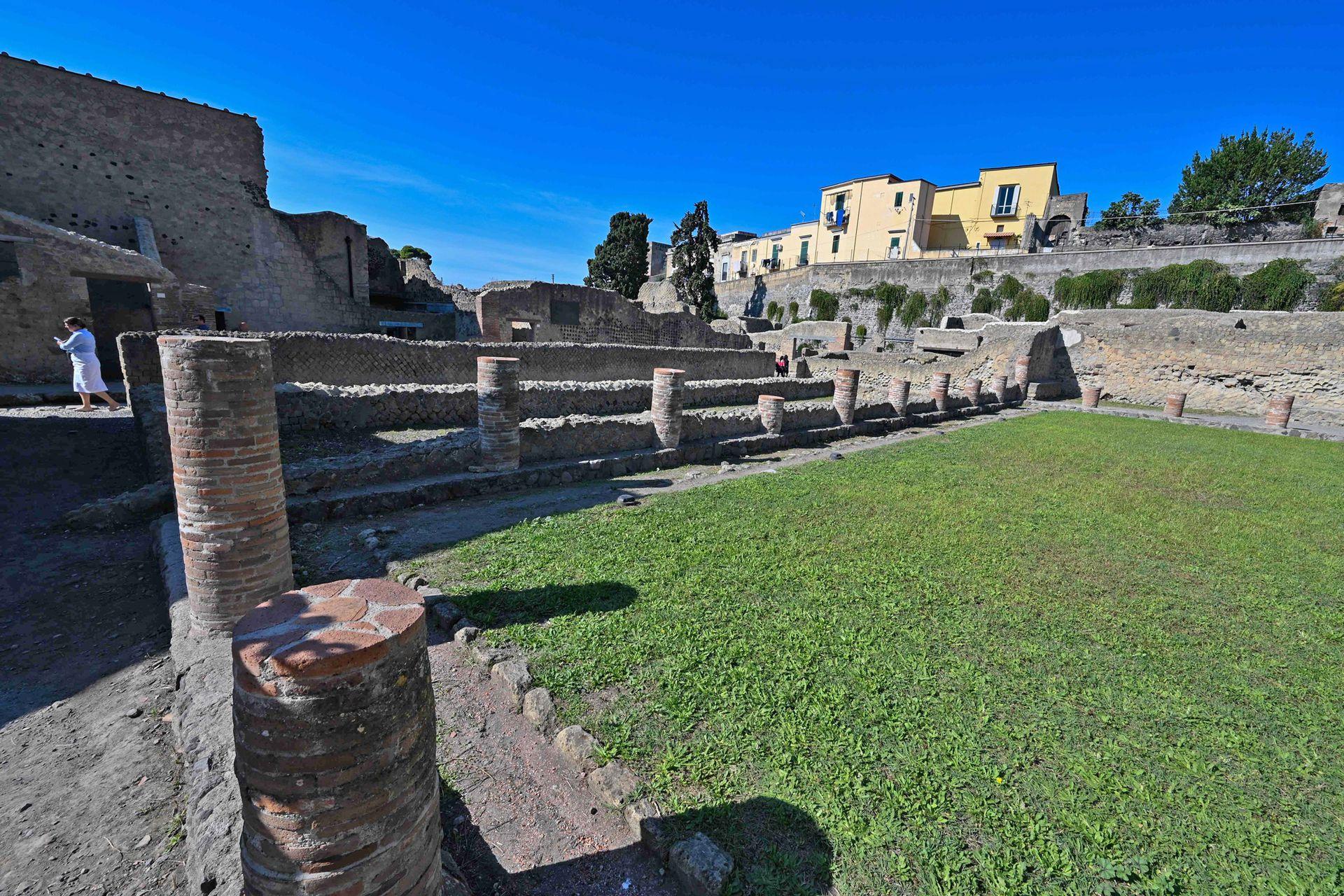 El sitio es más pequeño que su vecina Pompeya pero se dice que sus habitantes eran personas más adineradas