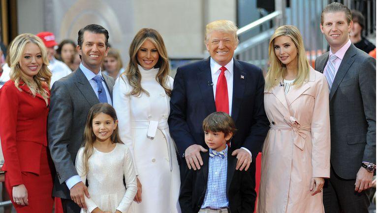 De izq. a der.: Tiffany Trump, Donald Trump Jr., Kai Trump, Melania Trump, Donald Trump III, Ivanka Trump y Eric Trump