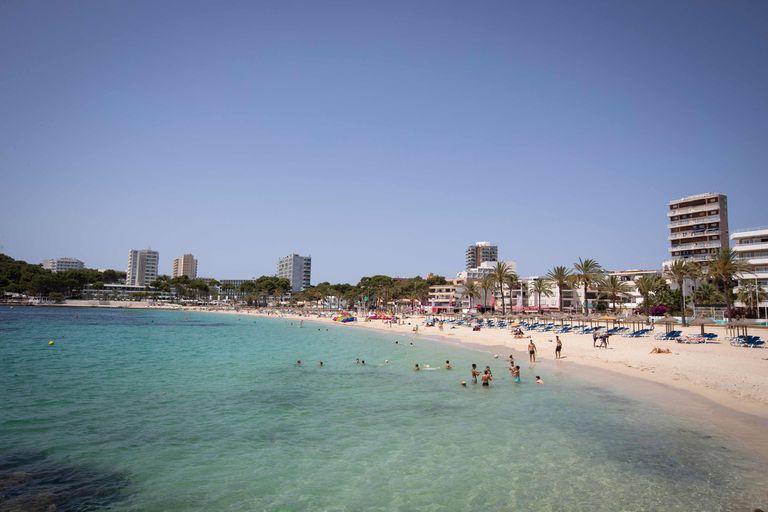 En la última semana debieron cerrar dos playas en España por la llegada de tiburones