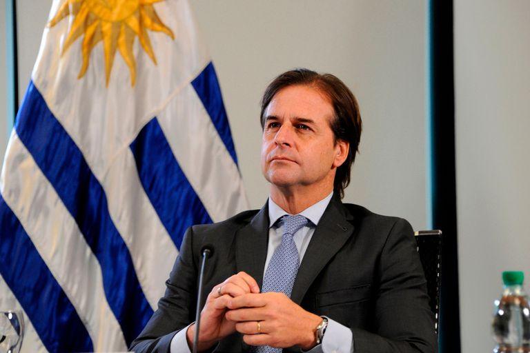 Luis Lacalle Pou dice que heredó una situación de derroche y ahora se ve obligado a los recortes; los empleados públicos ya se manifestaron y tienen un plan de huelgas contra los recortes del gobierno de Uruguay