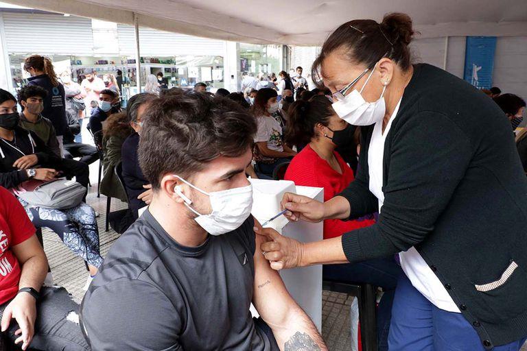 Qué provincias ya vacunan contra el Covid a chicos de 12 a 17 años sin factores de riesgo