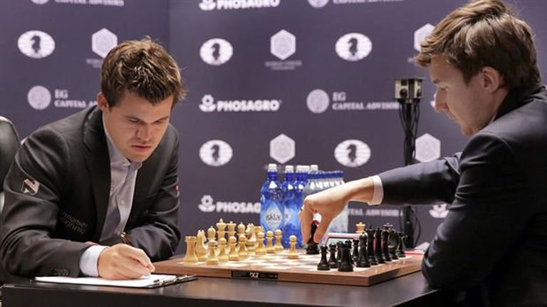 Carlsen, con blancas, ante Karjakin