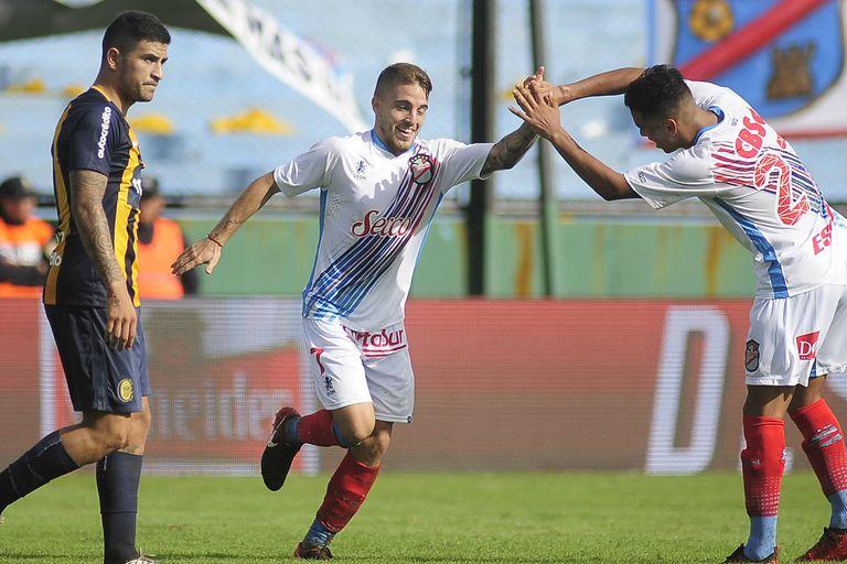 Arsenal se despidió de su público en Primera con una goleada ante Rosario Central