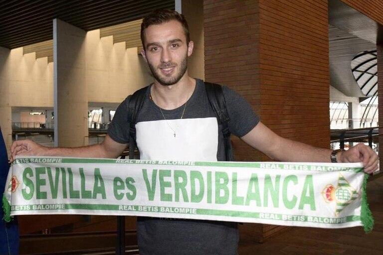 Germán Pezzella en su llegada a Sevilla