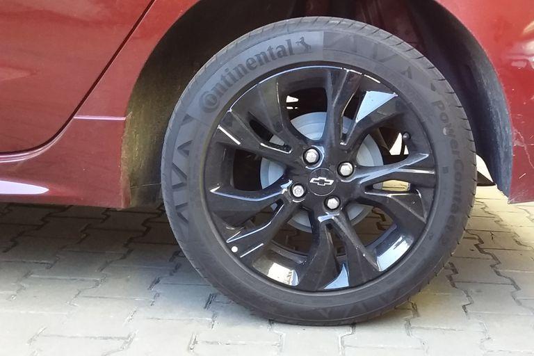 Las llantas del Chevrolet Onix RS son negras y exclusivas del modelo