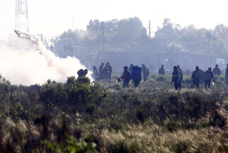 """""""No puede ser que un grupo de estos tenga en su poder semejante arsenal de gases lacrimógenos"""", sostuvo Berni"""