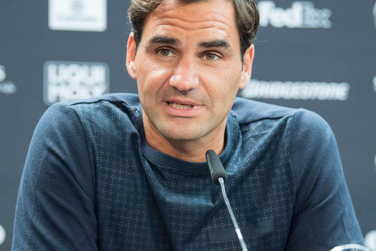 Federer, en la conferencia de prensa de este lunes en Stuttgart y el detalle: remera sin logo de marca