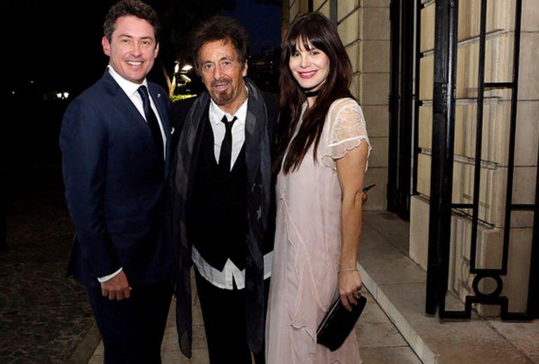 Al Pacino junto a su mujer y  Noah Mamet