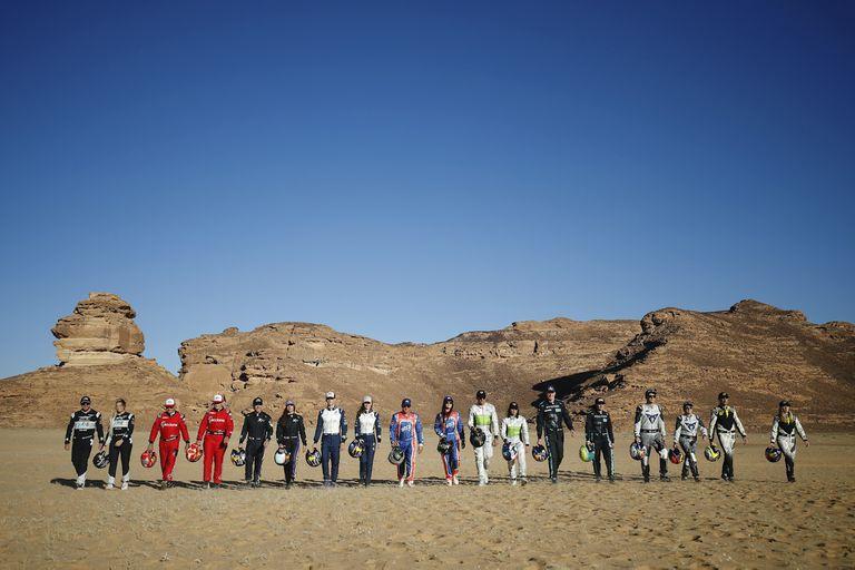 Los pilotos (hombres y mujeres) de la Extreme E, que empieza este fin de semana en el desierto de Arabia Saudita y que llegará a fin de año a la Argentina (11 y 12 de diciembre en Tierra del Fuego).