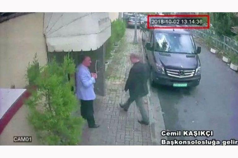 Esta es la imagen del momento en el que el periodista Jamal Khashoggi ingresa al consulado saudita en Estambul