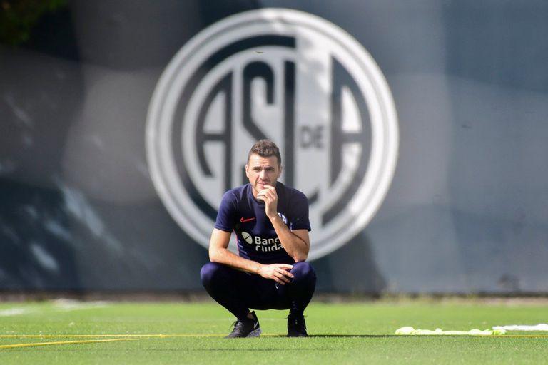 Mariano Soso dirigió en San Lorenzo una primera práctica atípica por el coronavirus