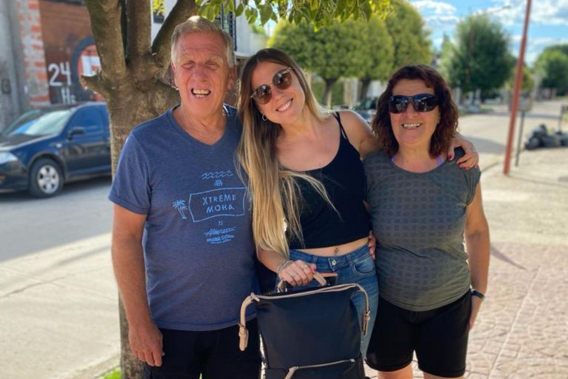 """Fiama y sus padres: """"Finalmente estuvieron de acuerdo con la idea de que me venga a Tarboro por tanto tiempo""""."""