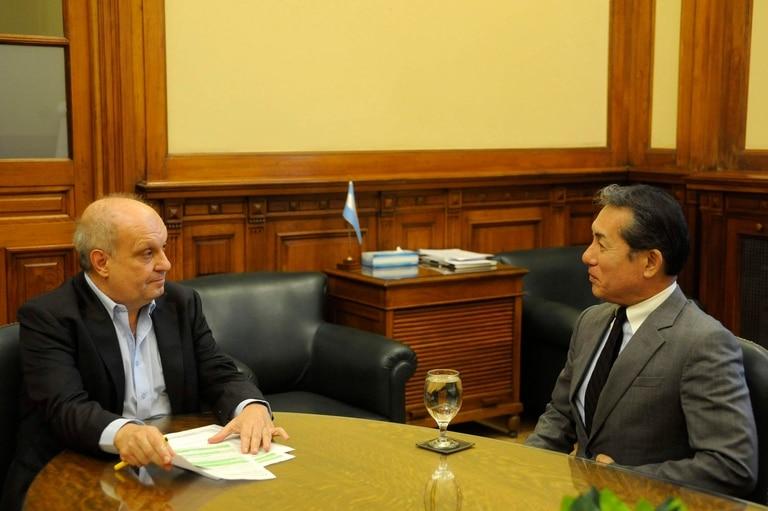 Hernán Lombardi junto al embajador de Japón en Argentina