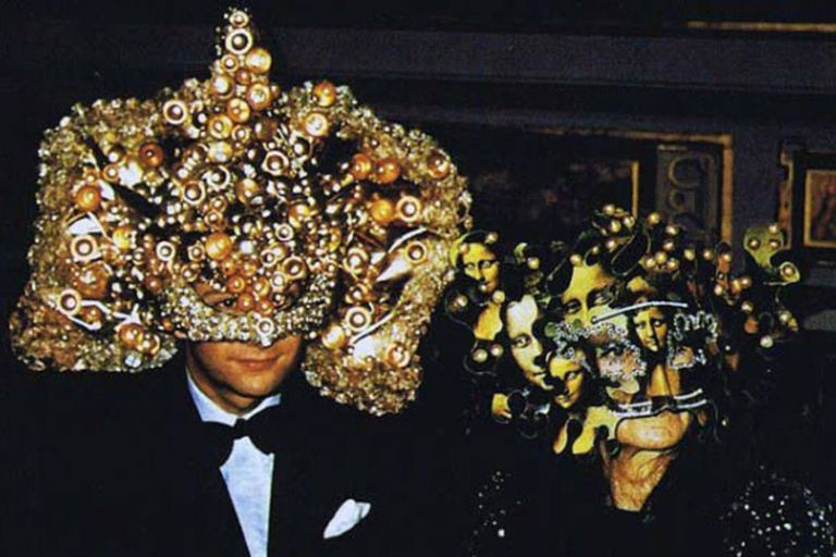 La increíble fiesta surrealista de los Rothschild que desató un sinfín de  teorías - LA NACION