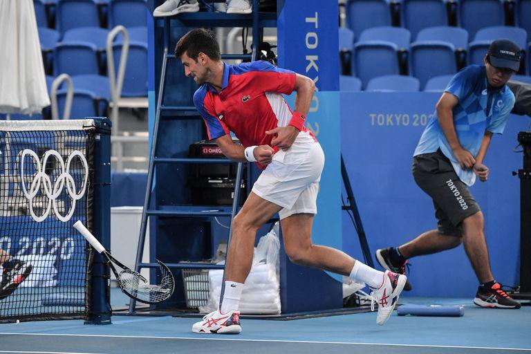 Se enojó, rompió la raqueta, perdió y después no quiso jugar el dobles mixto