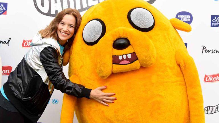 Luisana Lopilato participó de una carrera organizada por Cartoon Network y celebró junto a Jake, el perro amarillo
