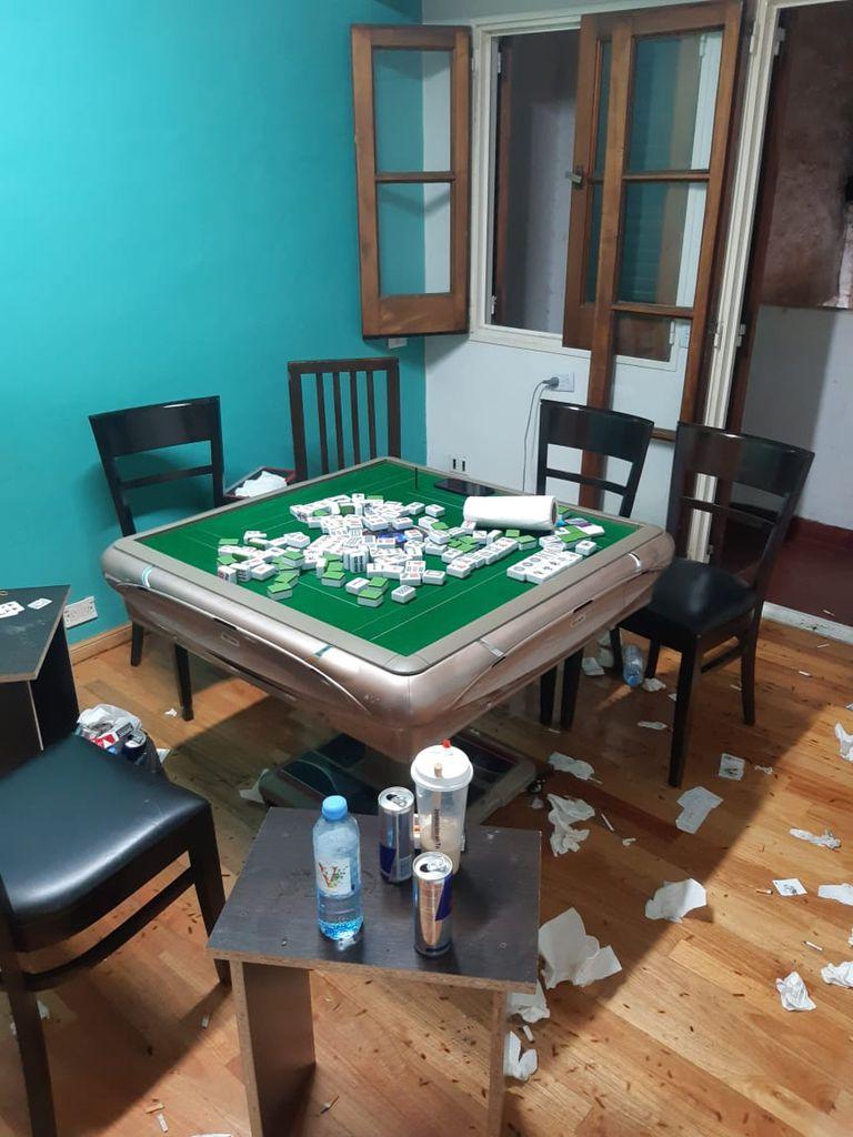 Cada uno de los 23 apostadores detenidos en un casino clandestino en Belgrano había entregado $ 200.000 para participar del juego ilegal
