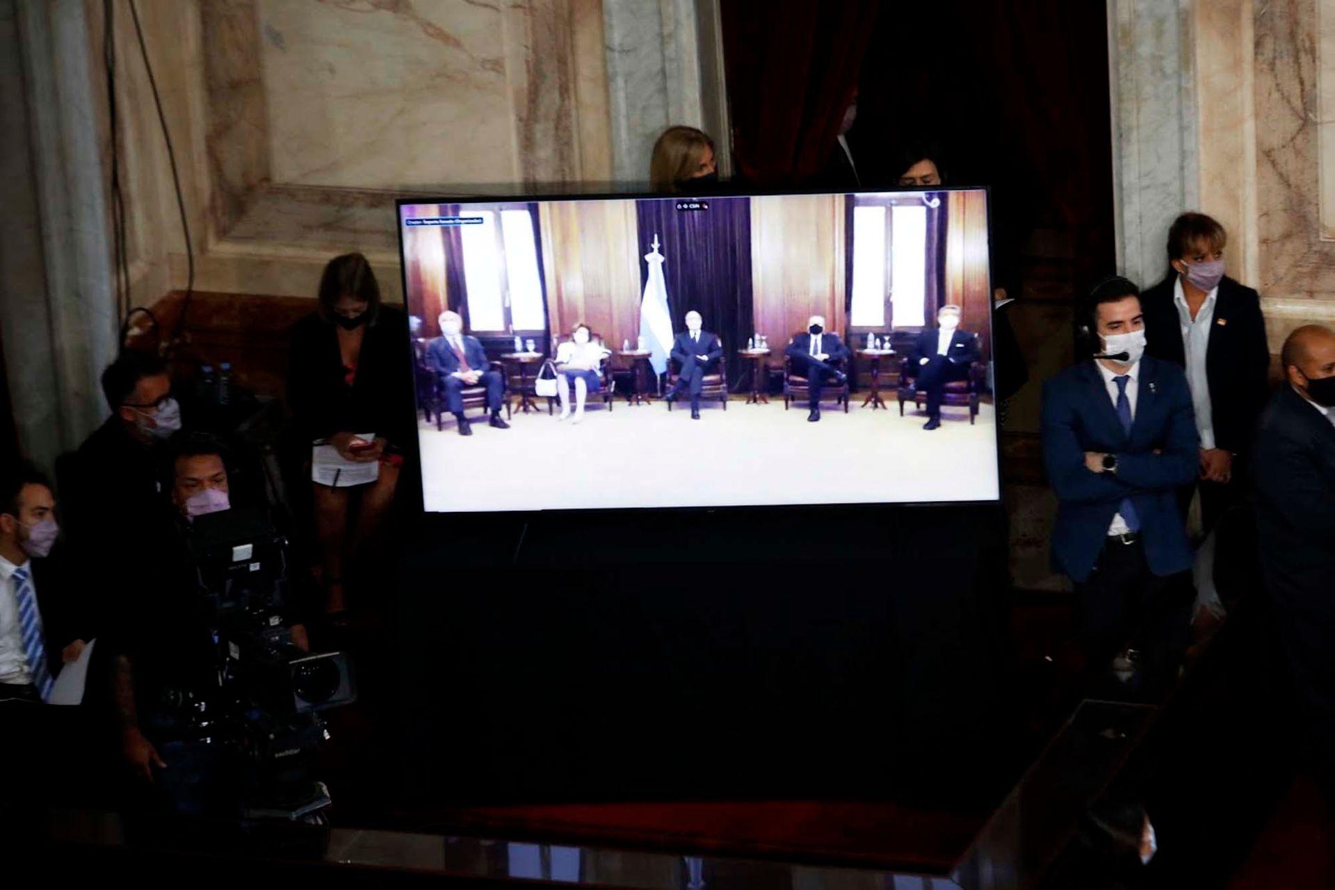 Los miembros de la Corte Suprema escuchan por videoconferencia el discurso presidencial por la apertura de las Sesiones Legislativas en el Congreso de La Nación