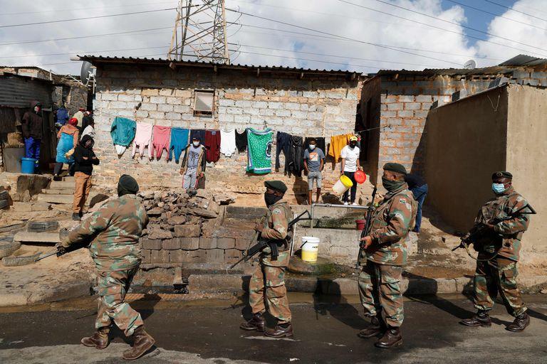 El Ejército desplegó 25.000 efectivos para sofocar el estallido de violencia