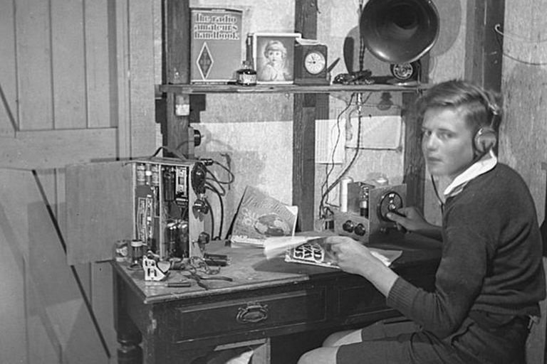 Como estudiante, David estaba fascinado con la electrónica y aprendió a construir sus propios aparatos de radio