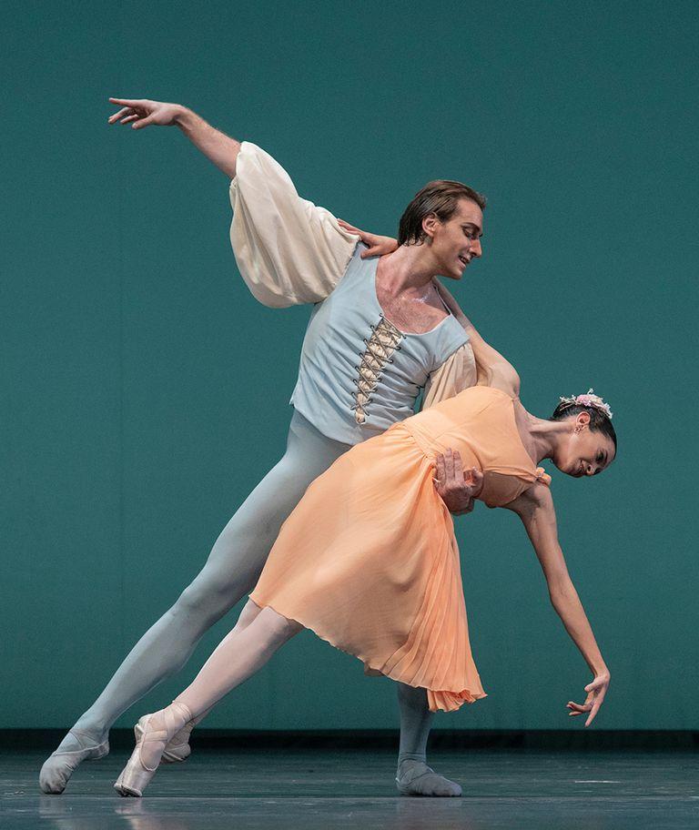 """Federico Fernández y Macarena Giménez en """"Allegro brillante"""" de Balanchine"""