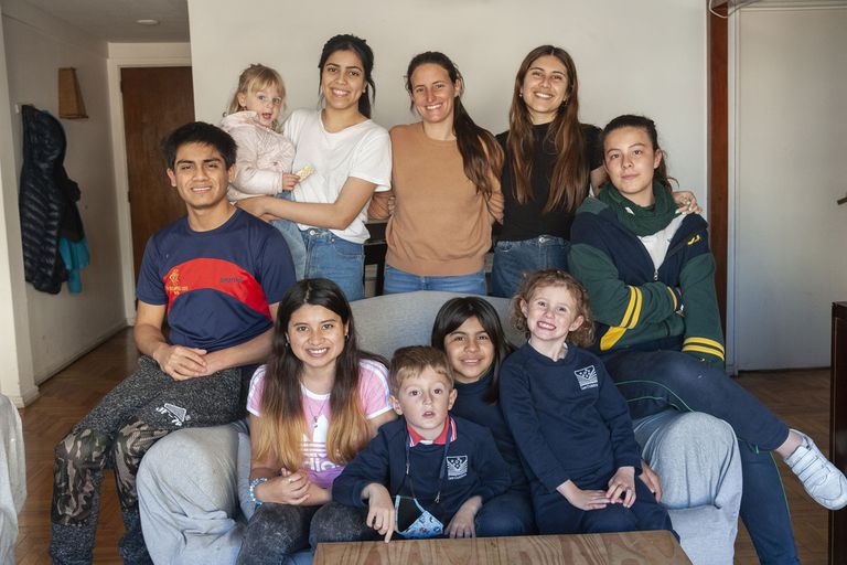 Tiene 36 años y 10 hijos: cómo fue adoptar a siete chicos y su compromiso para cambiar la realidad