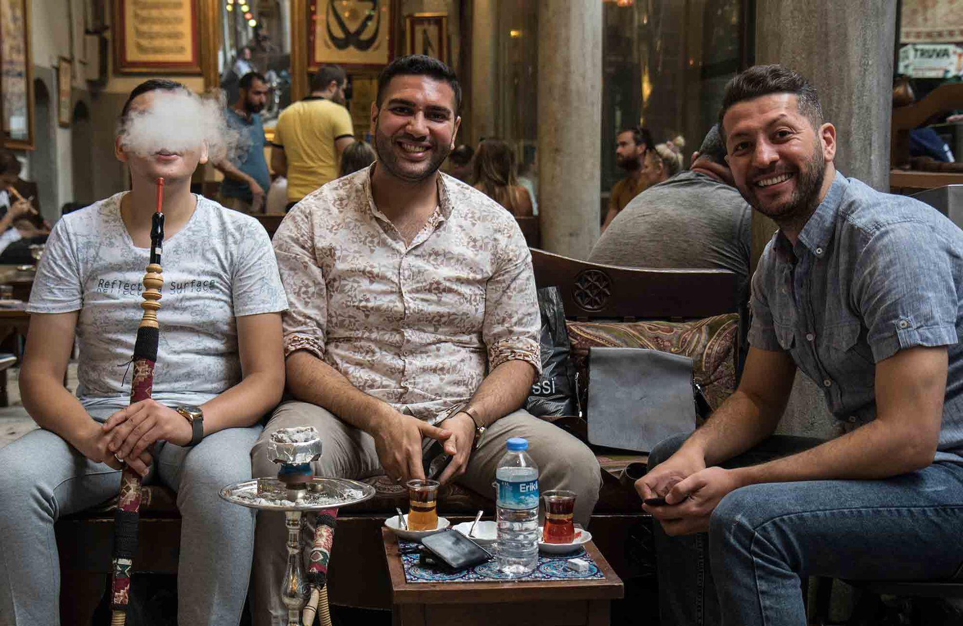Fumando espero en Corlulu Ali Pasa Medreses.