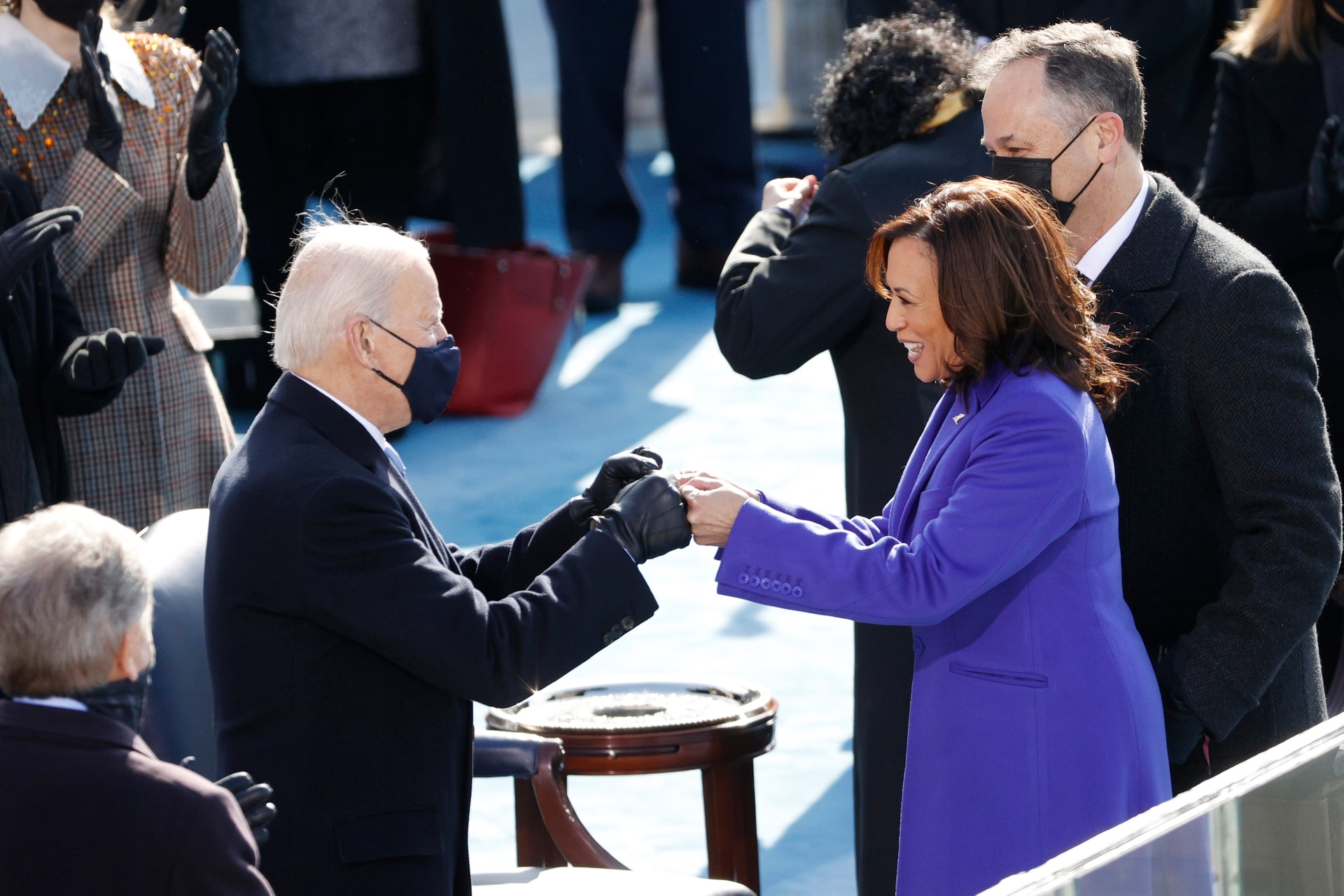El saludo del presidente electo de Estados Unidos Joe Biden y la vicepresidenta Kamala Harris