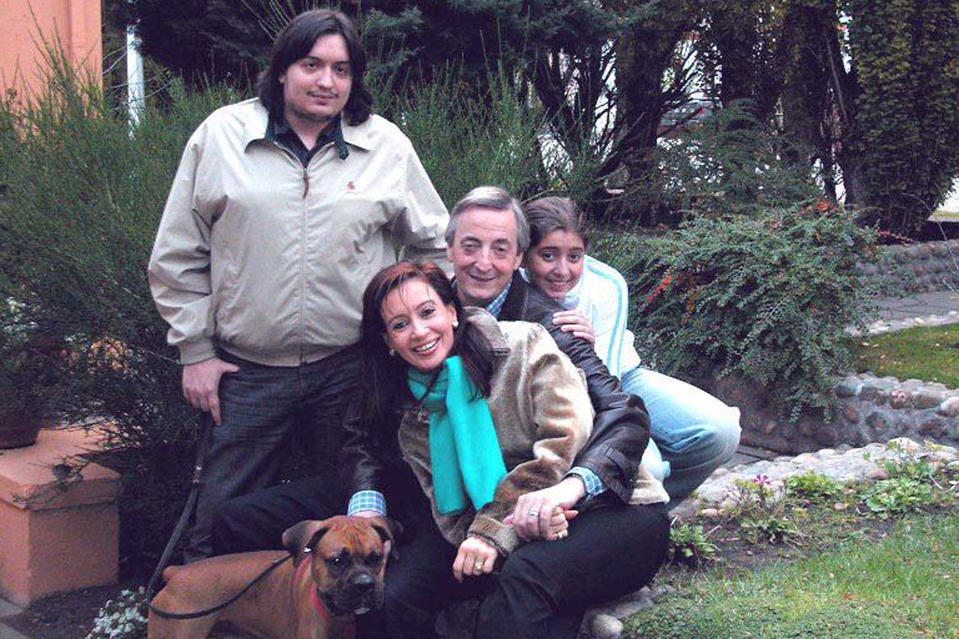 Fotografía tomada en el año 2003 de la familia presidencial Kirchner en Santa Cruz