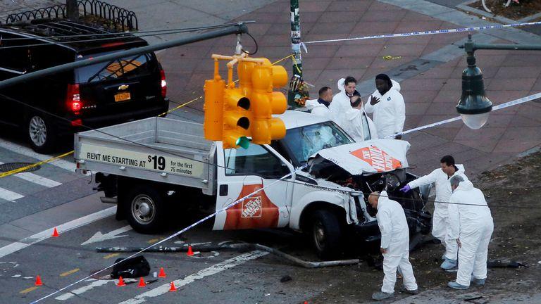 Un automovilista atropelló a varias personas en Manhattan y causo ocho muertos