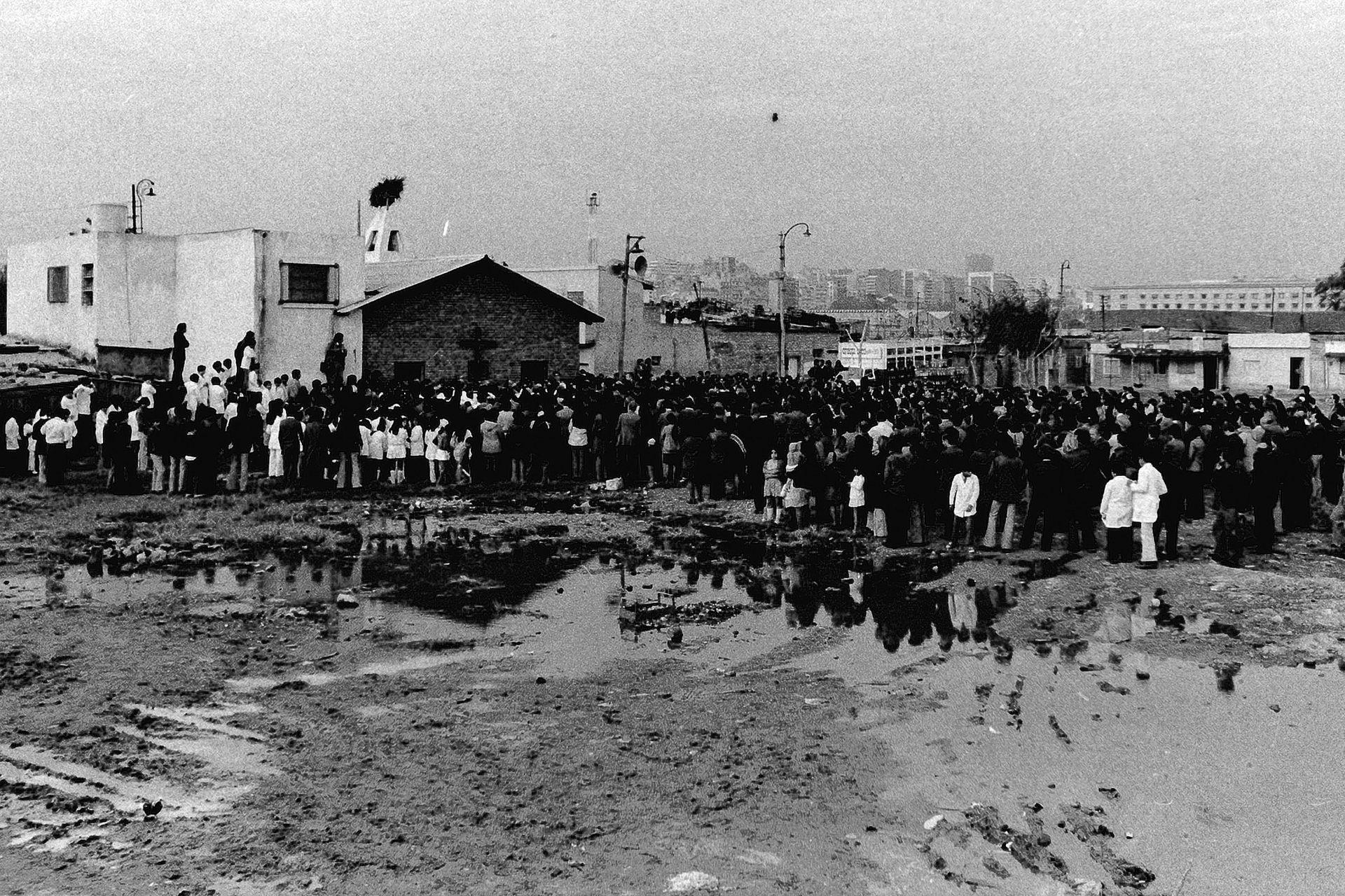 La parroquia Cristo Obrero, en la despedida del Carlos Mugica el 12 de mayo de 1974