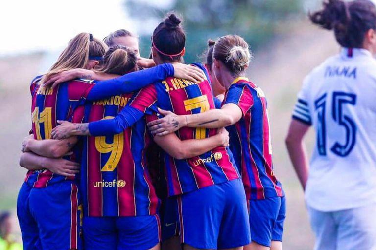 Barcelona goleó a Real Madrid 4-0 en el primer clásico femenino