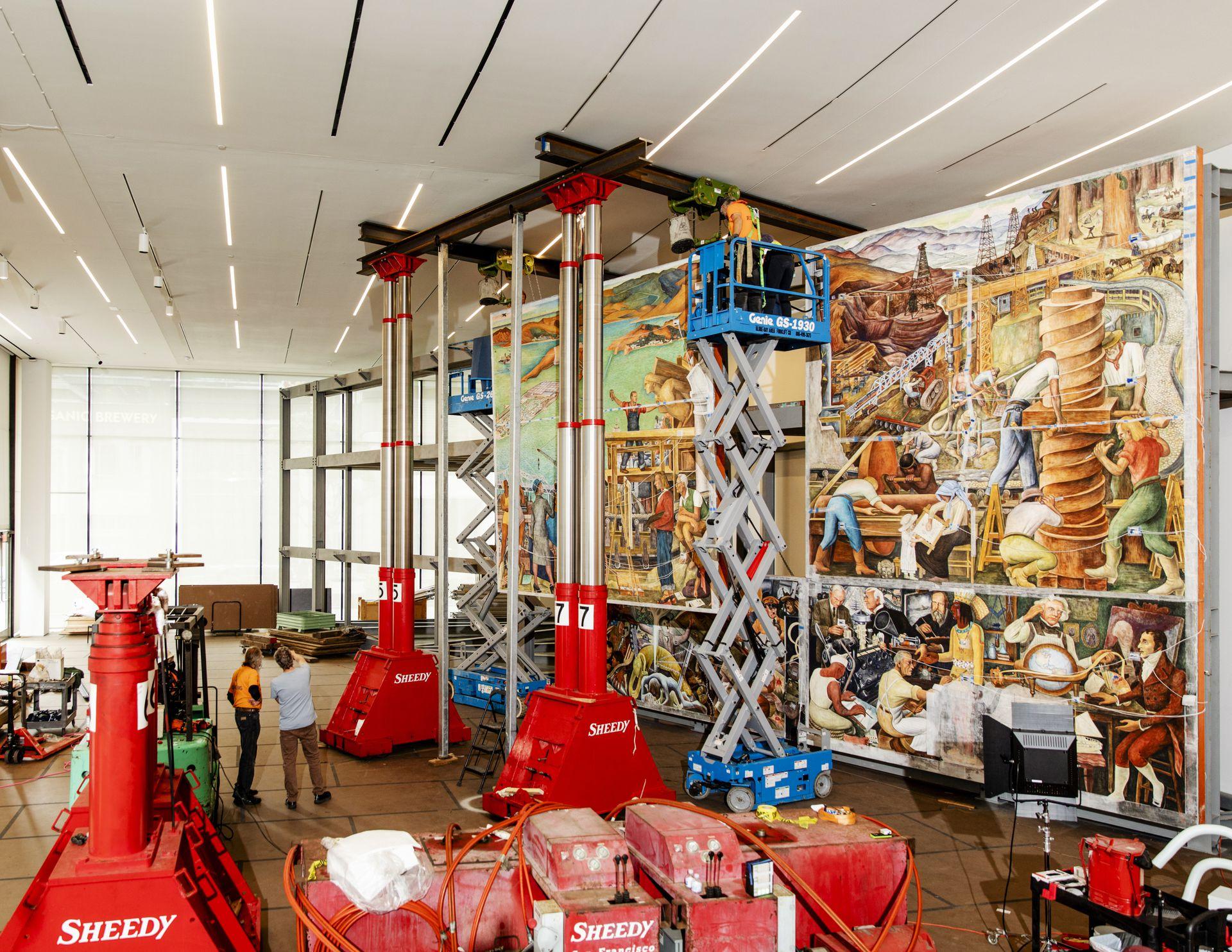 """Ingenieros mecánicos, arquitectos, historiadores y expertos en arte trabajaron durante cuatro años para trasladar el mural """"Unidad panamericana"""", de Diego Rivera, al Museo de Arte Moderno de San Francisco, donde se expondrá desde el 28 de junio"""
