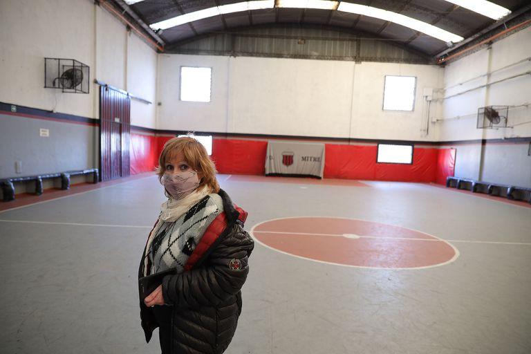 Stella Maris Pita en la cancha principal del Club Mitre