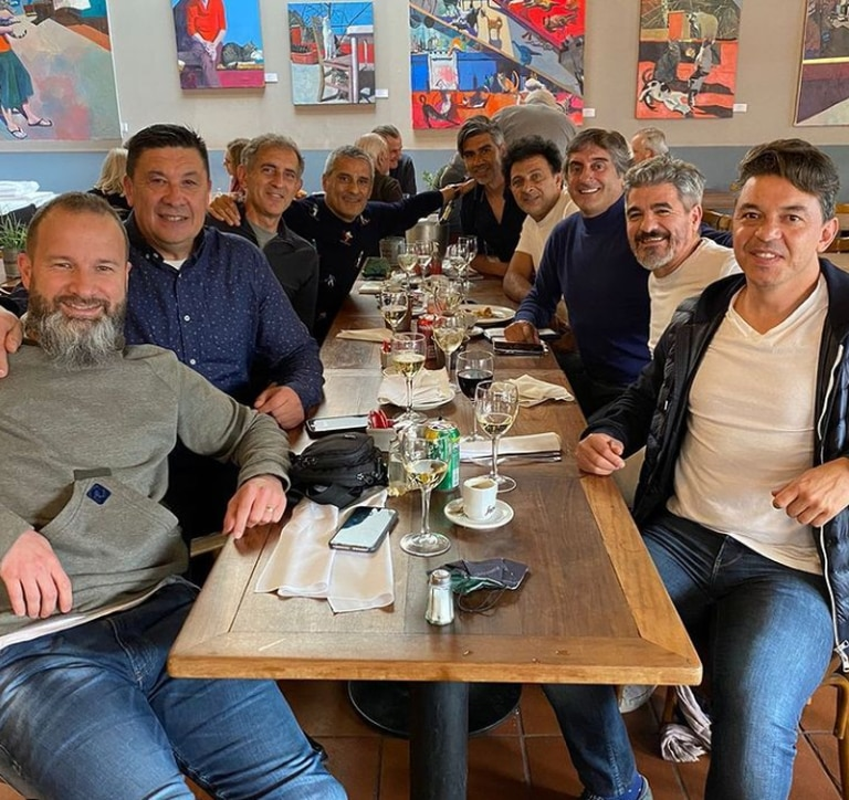"""La foto juto a sus excompañeros de River que el """"Mono"""" Burgos compartió este martes"""